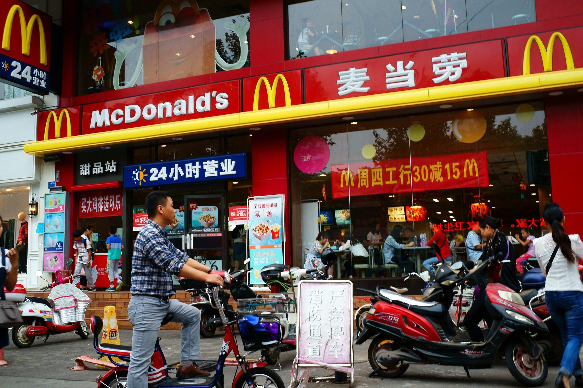 McDonald's и Starbucks прекращают работу в Ухане из-за коронавируса