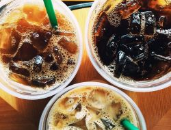 Инвалиды выступили против запрета пластиковых трубочек в Starbucks
