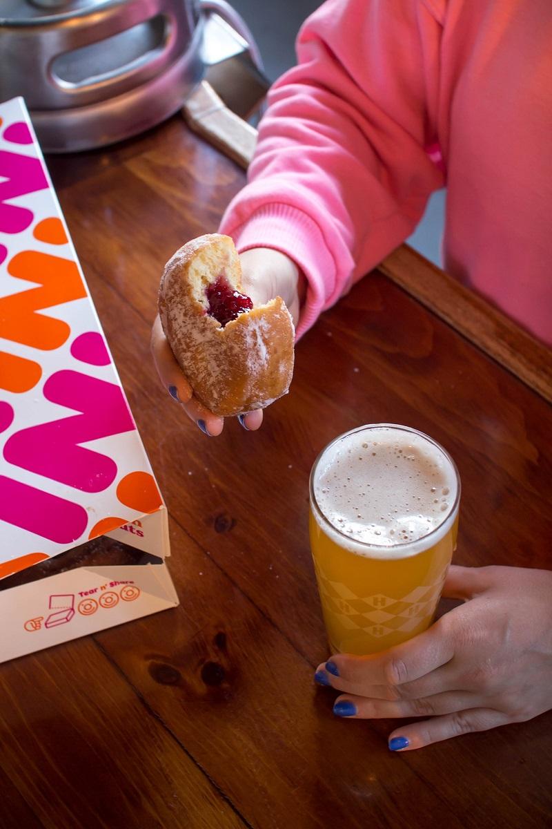 В Dunkin' Donuts выпустили пиво со вкусом пончиков