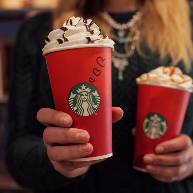Рождественские стаканчики Starbucks подверглись резкой критике