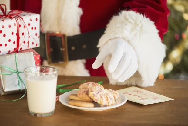 Что оставляют дети Деду Морозу по всему миру
