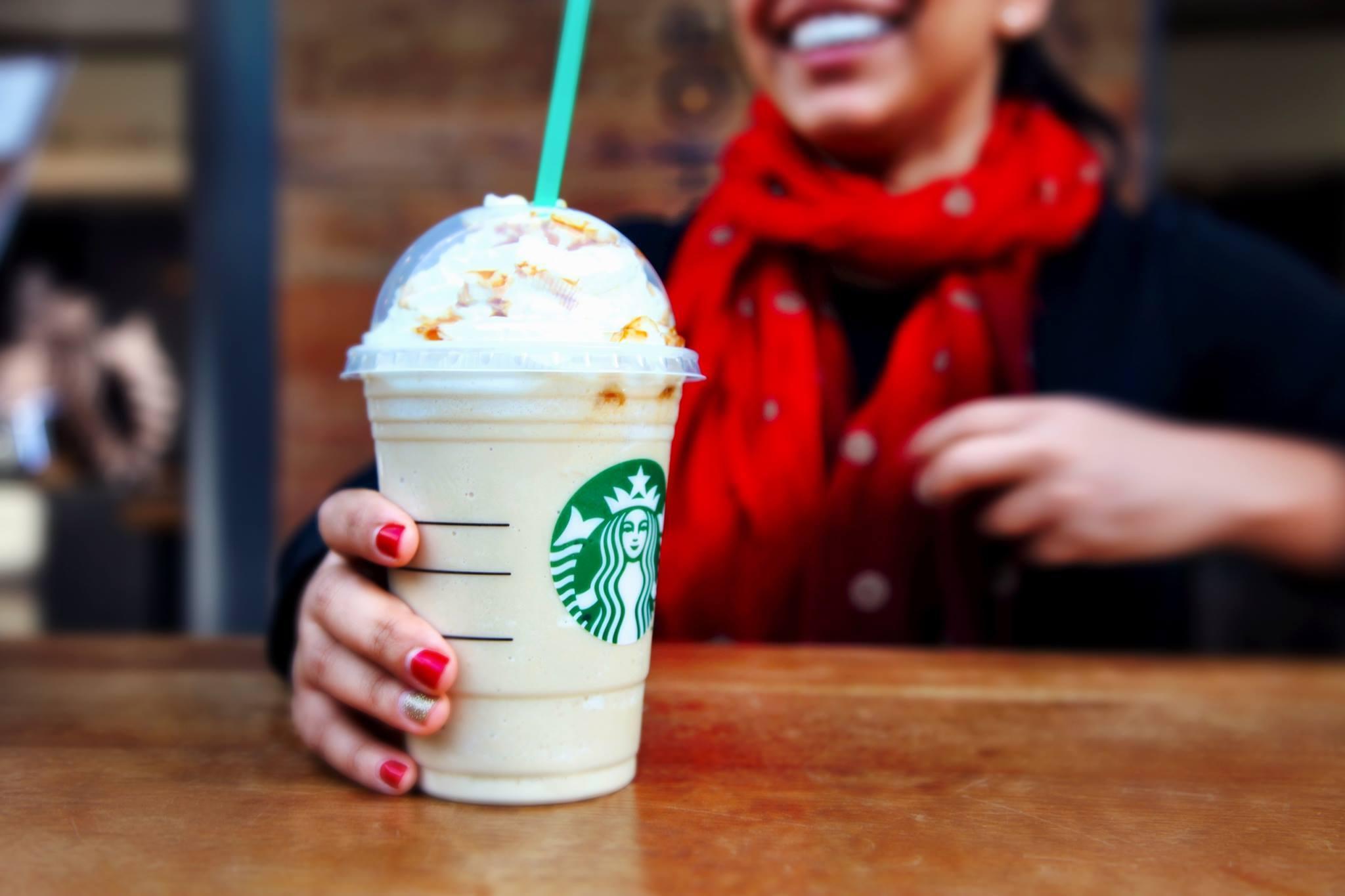 Starbucks перестал наливать кофе в свою кружку из-за коронавируса