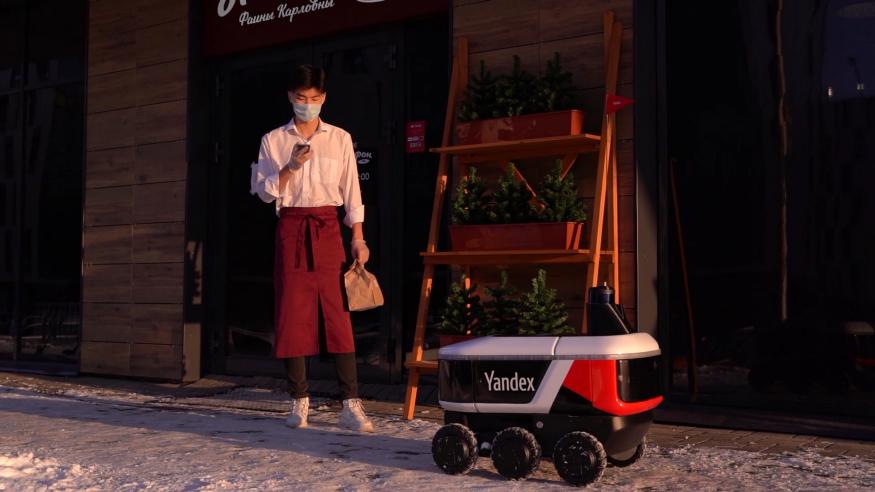 Яндекс.Еда теперь доставляет заказы с помощью роботов