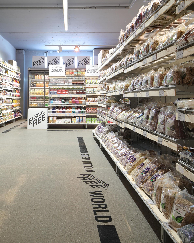 В Нидерландах открыли первый отдел супермаркета без пластиковой упаковки