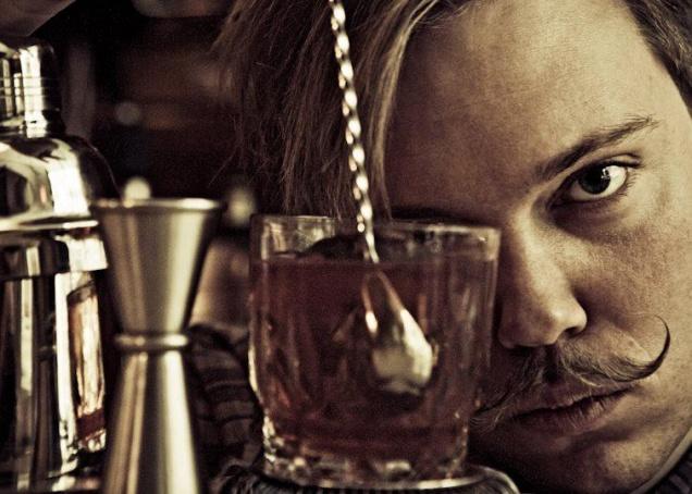 Лучший бармен Копенгагена Сорен Крог Соренсен на гастролях в ресторане «Фаренгейт»