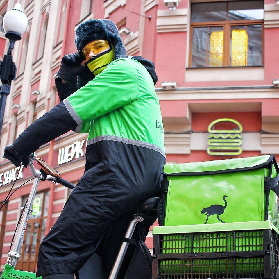 Курьеры Delivery Club начнут получать чаевые через «ВКонтакте»