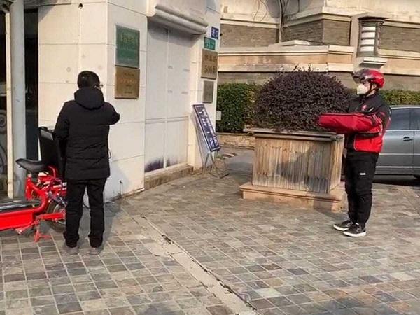 KFC и Pizza Hut запустили бесконтактную доставку еды в Китае