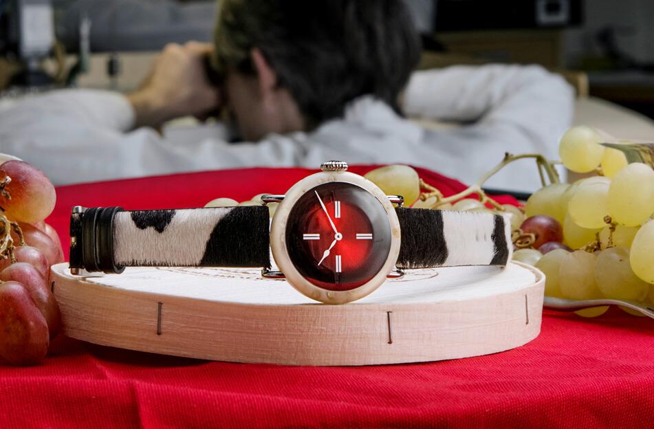 Швейцарцы сделали часы из сыра за миллион евро
