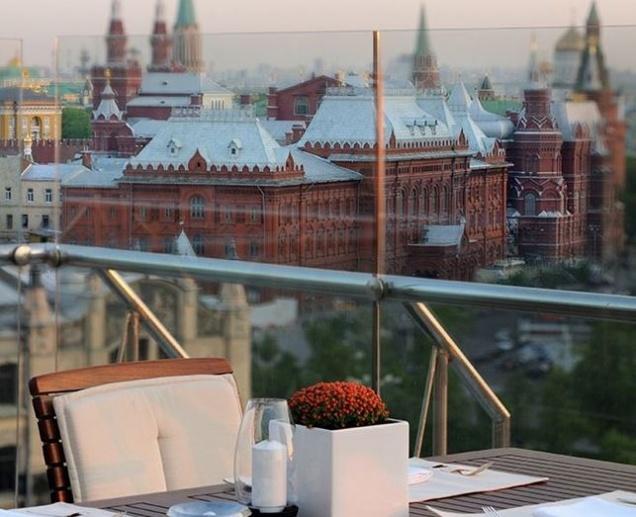 Москвичи раскупили все места в высотных ресторанах на День Победы