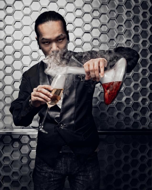 Антонио Лай за баром «Фаренгейта»