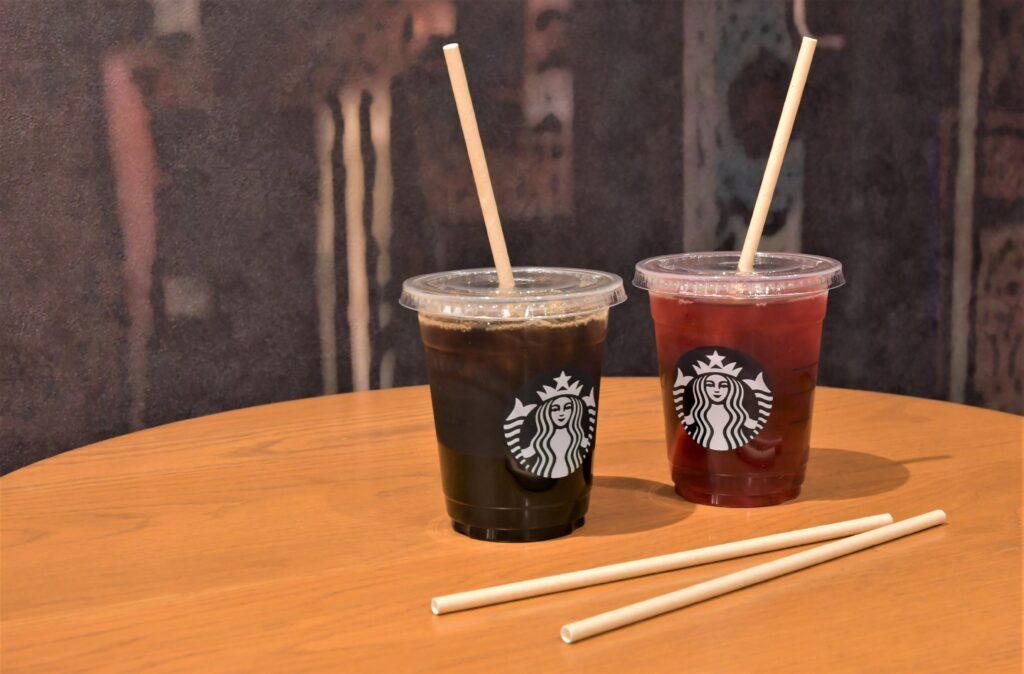 Японский Starbucks отказывается от пластиковых соломинок для кофе