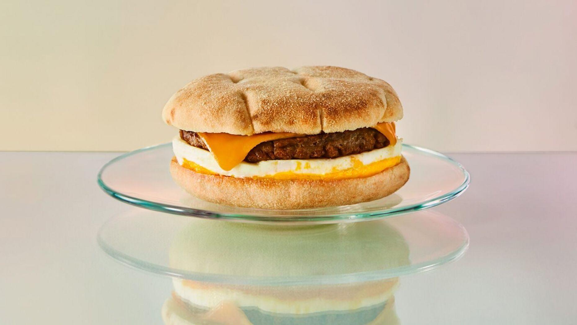 В меню Starbucks появились сэндвичи с растительным мясом