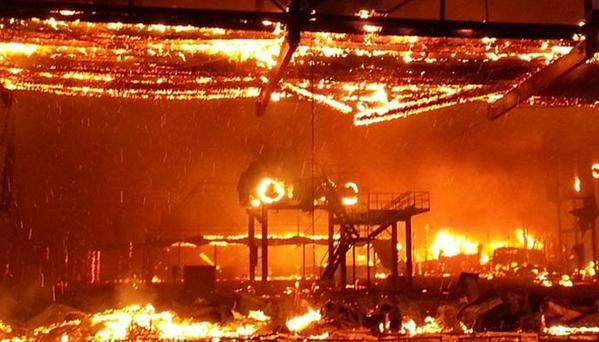 Сгорел самый большой байкерский бар в мире