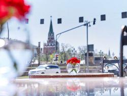 Летнние площадки ресторанов Москвы: веранды, крыши и понтоны