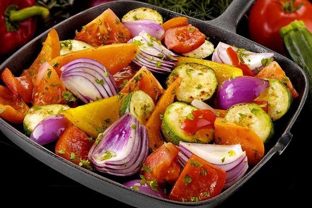 Обжаривать овощи полезнее, чем варить