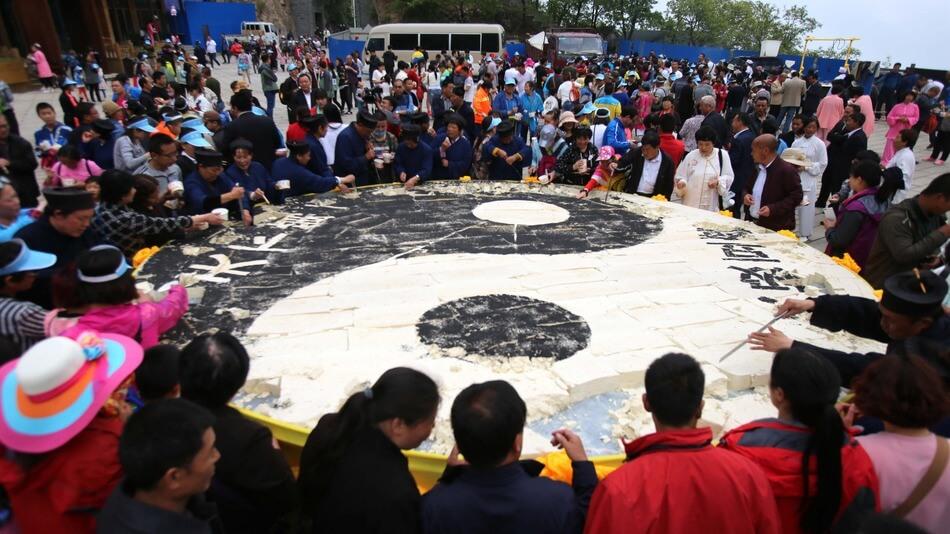 Китайские туристы съели 2 тонны тофу за 2 часа