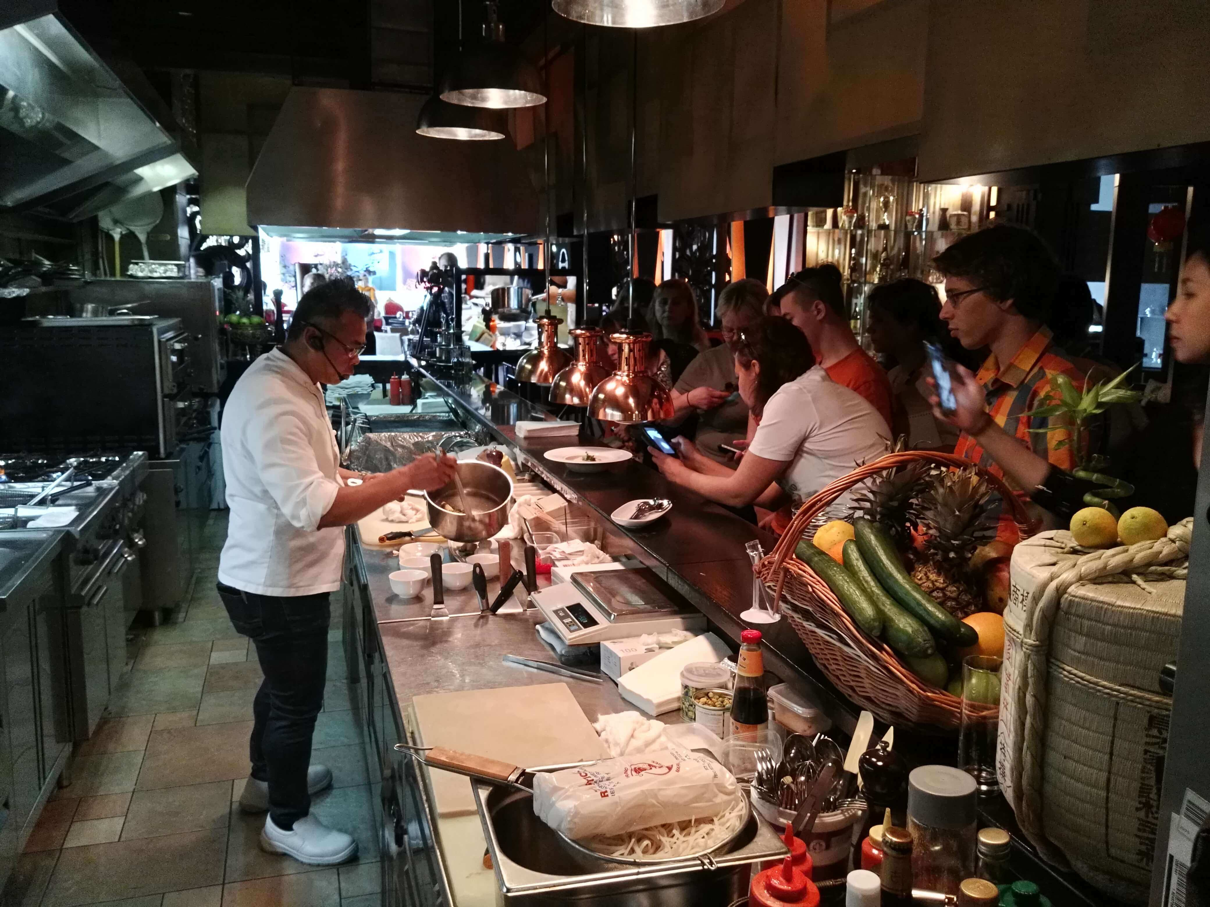 Готовим цесарку: секреты от «тайского Дюкасса» Отт Сомбат