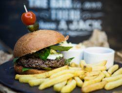Как правильно готовить бургеры дома: советы по работе с мясом