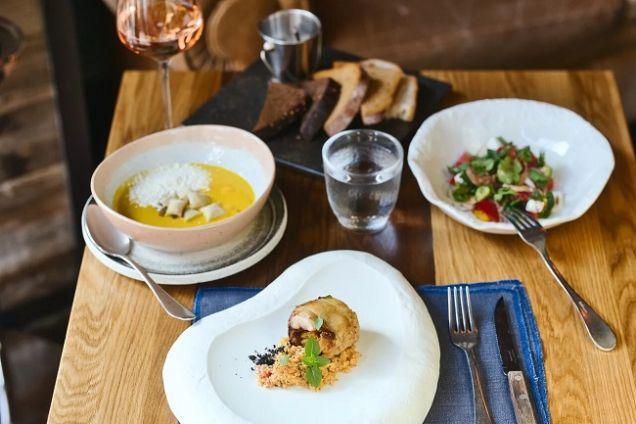 Сет-обед, тыква и ретро-коктейли. Что попробовать на этой неделе
