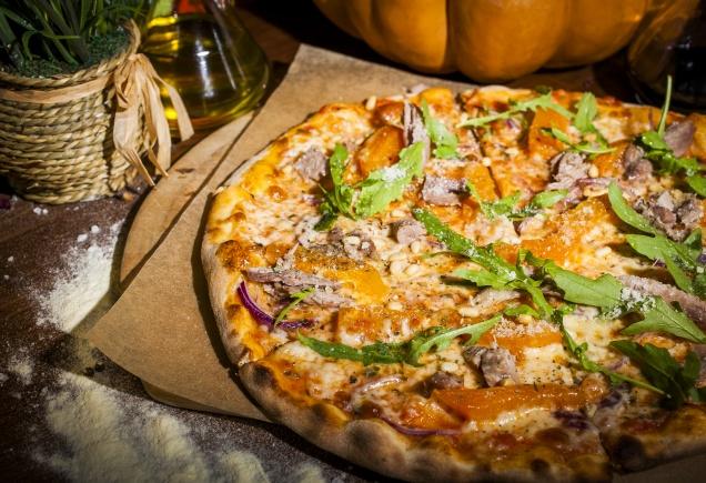 Пицца с фермерской уткой: меняем горгонзоллу на тыкву