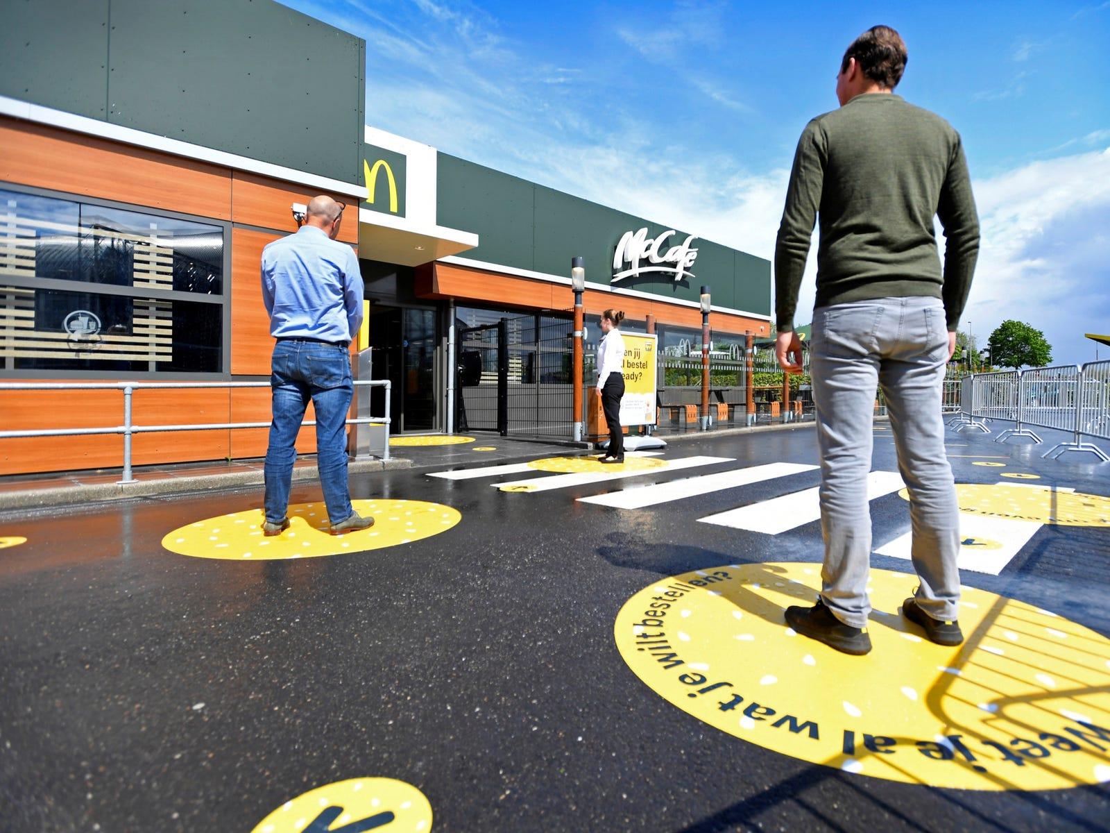 Макдоналдс открыл первый в мире антикоронавирусный ресторан