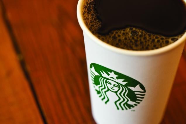Starbucks избавила свои кофейни от очередей
