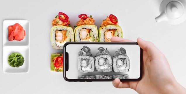Смартфоны искажают восприятие вкуса еды в ресторанах