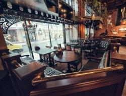 Lion's Head pub: Улица Дублина внутри паба на Мясницкой