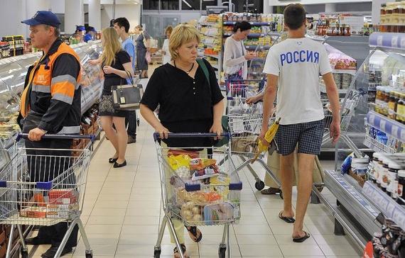Почти все россияне поддержали введение продуктовых карточек