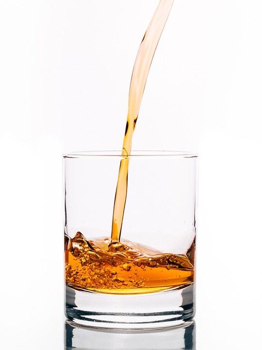 Ученые выяснили, люди каких профессий чаще всего пьют