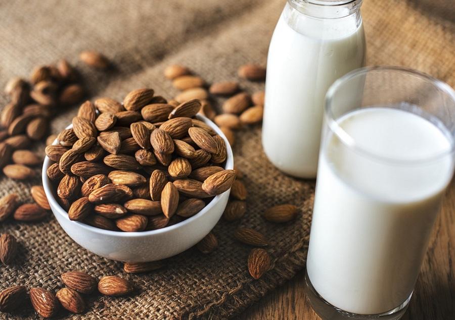 Starbucks просят отменить доплату за растительное молоко