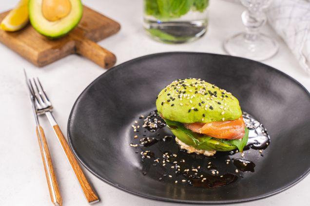 Авокадо со  слабосоленым лососем