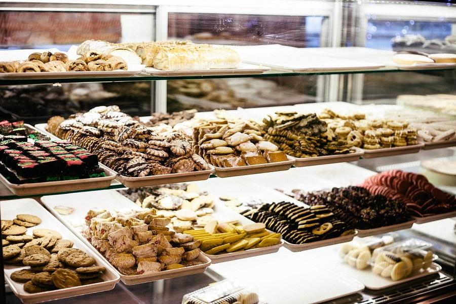 Россияне скупают по акциям шоколад и творожки