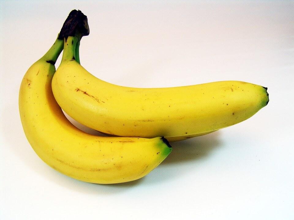 Китаянкам запретили «соблазнительно» есть бананы