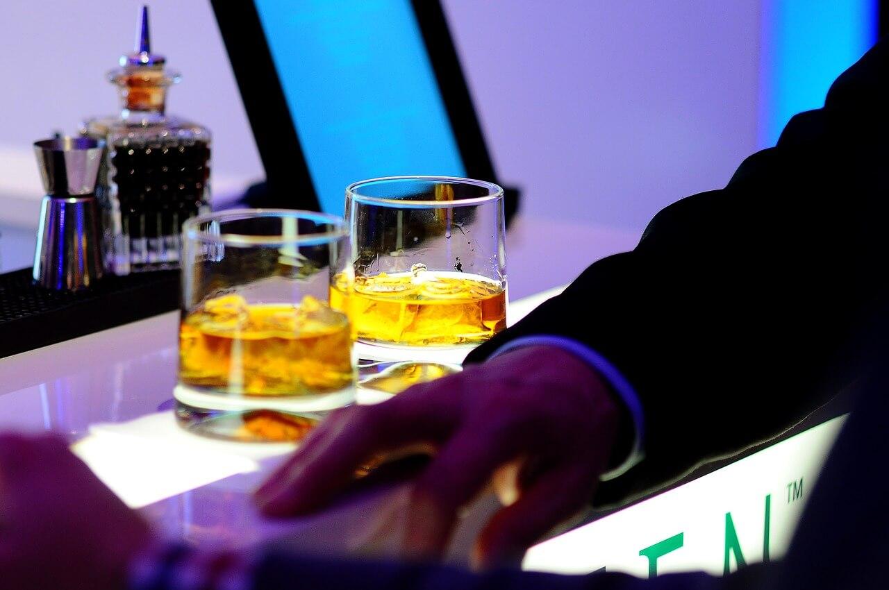 Россияне стали пить меньше алкоголя, но больше кофе