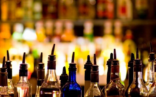 Россияне перестали ходить в бары и клубы