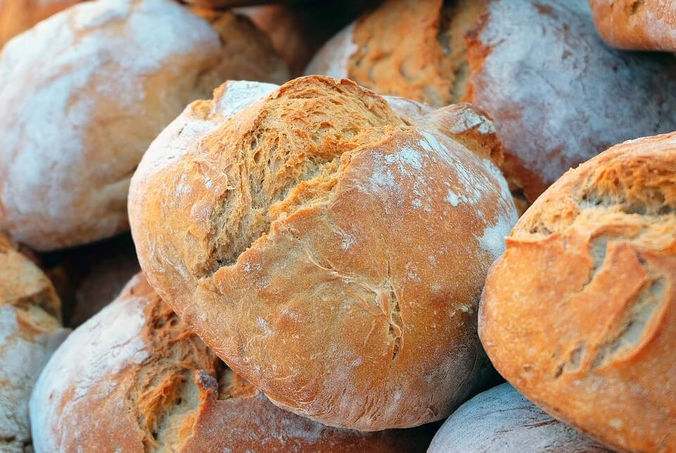 Россияне стали есть меньше хлеба, но больше сахара