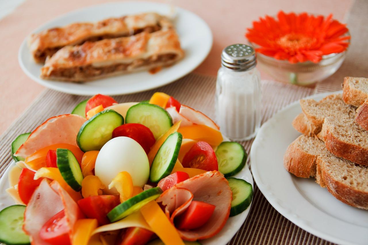 HeadHunter: Россияне не ходят в столовые на работе и обедают едой из дома