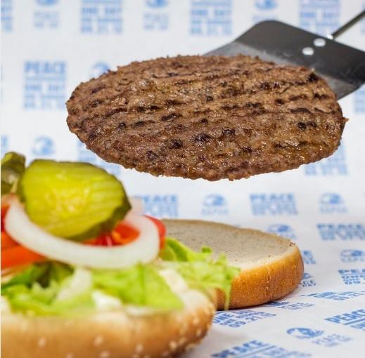 «Бургер Кингу» не нужен «Макдоналдс», чтобы создать гамбургер мира