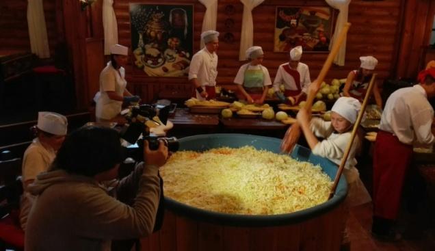 В Великом Новгороде заквасили рекордное количество капусты