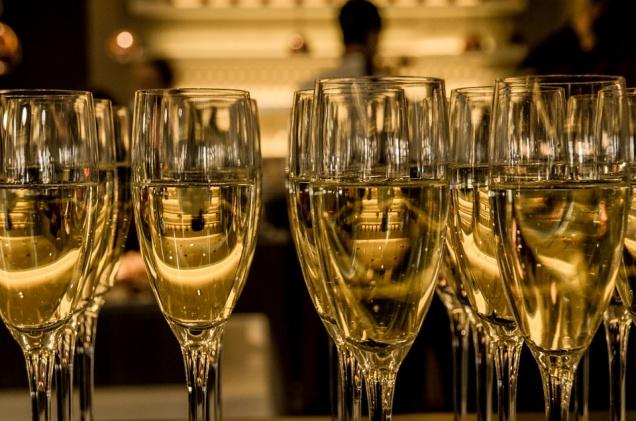 В новогоднюю ночь торговлю алкоголем запретят