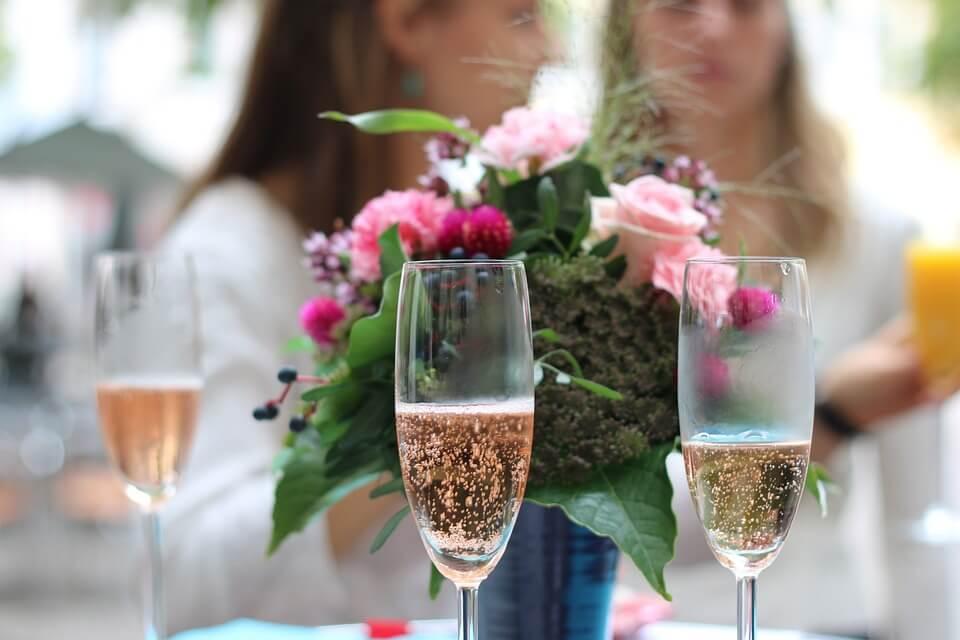 Минимальные цены на шампанское поднимут