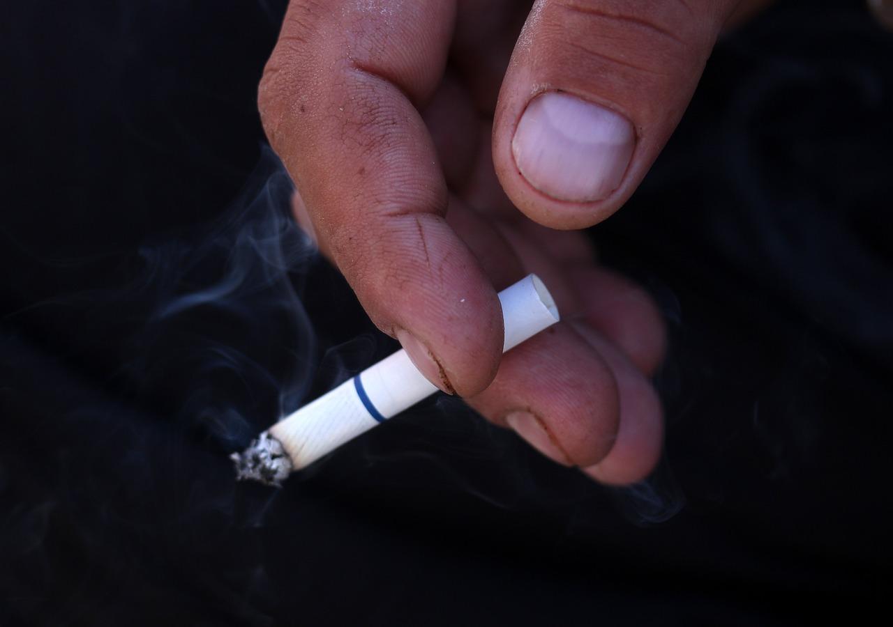 В Черногории запретили курить в барах и ресторанах