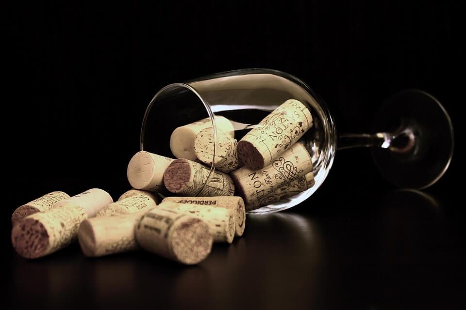 Швейцарцы тратят на вино больше всех в мире
