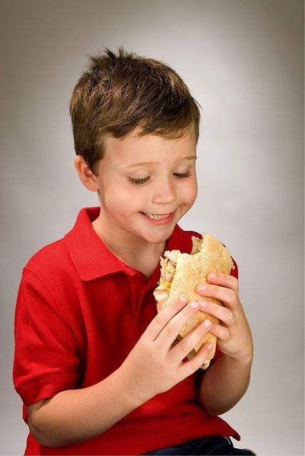 Запреты не помогут научить детей правильно питаться