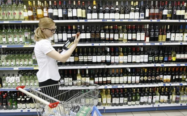 Семь регионов России запретят продажу алкоголя до 21 года