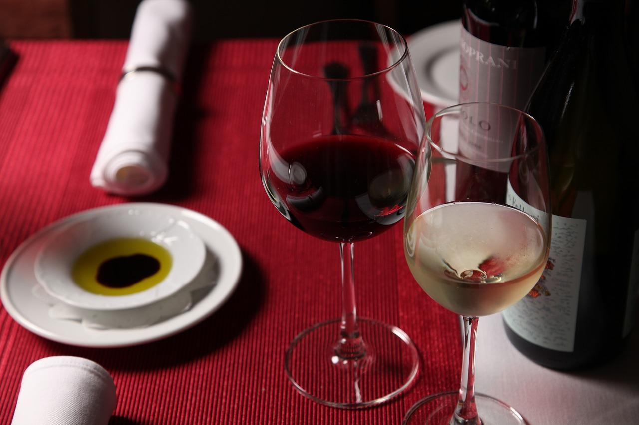 Рестораторов обяжут выделять отечественное вино в меню