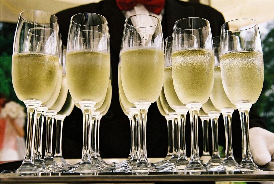 В России ввели минимальные цены на шампанское