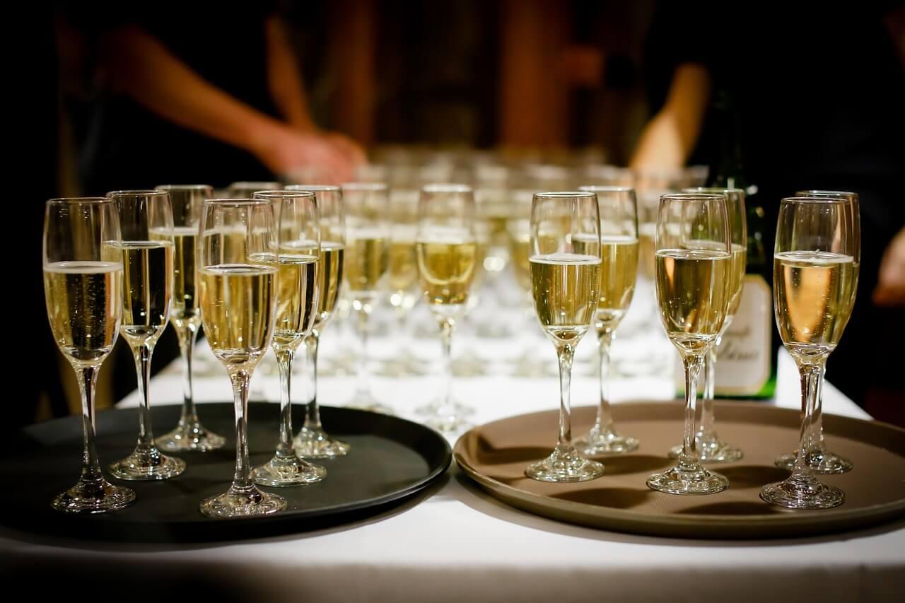 Новый год начнется с подорожания шампанского