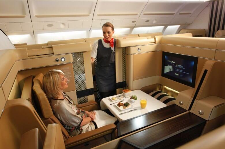 Авиаперевозчики уменьшают расходы напитание пассажиров